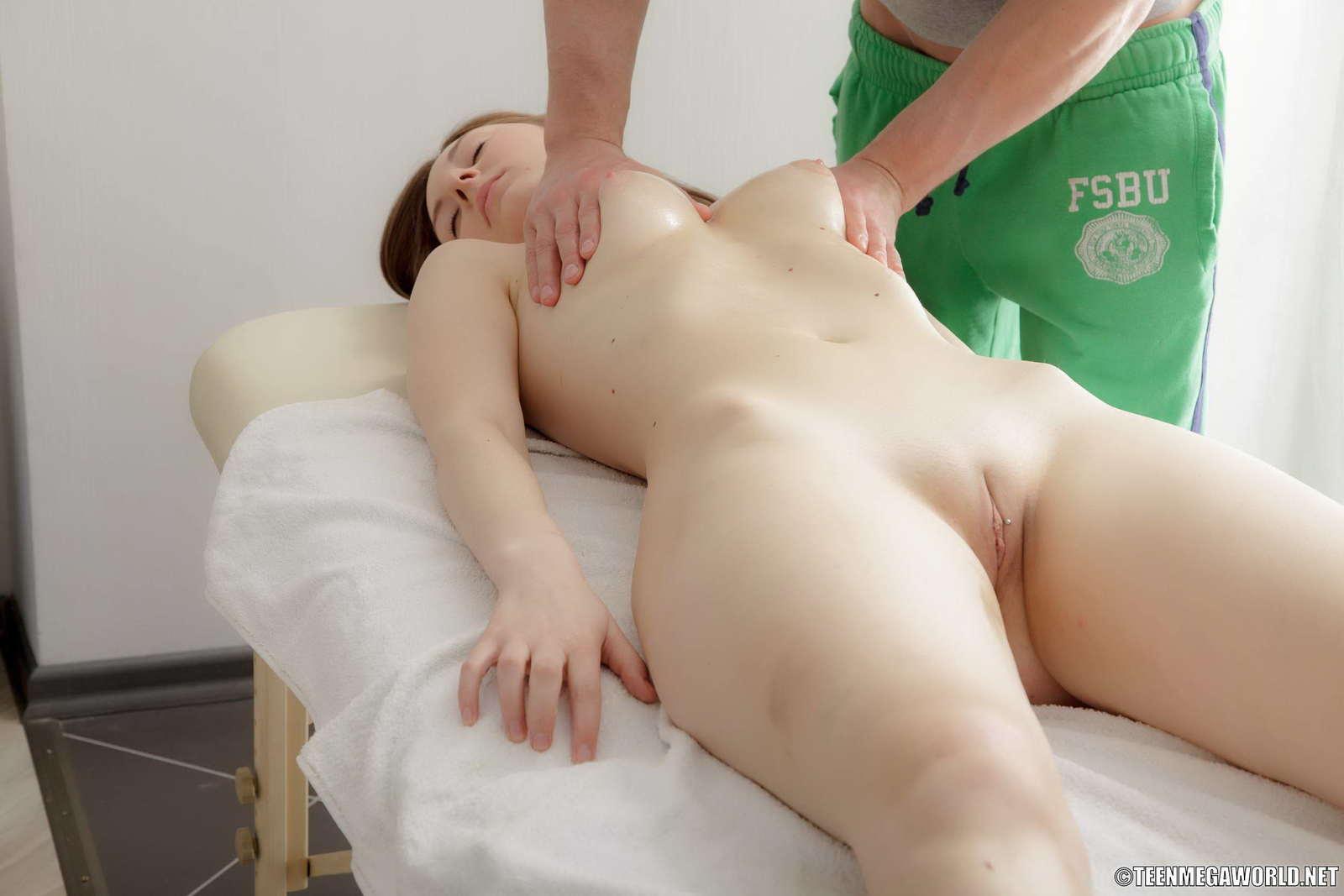 Японочка первый раз на массаже 4 фотография